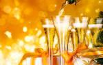 Украшение новогоднего шампанского конфетами.
