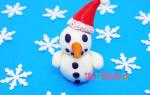 Новогодние поделки из пластилина. Снеговик.