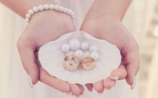 Подставка под кольца на свадьбу.