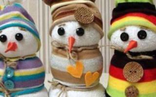Поделки из носков. Веселый снеговичек. Мастер класс с пошаговым фото