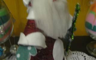 Дед Мороз из пряжи и фетра.