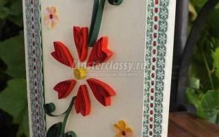 Открытка в технике квиллинг с цветами и кружевом.