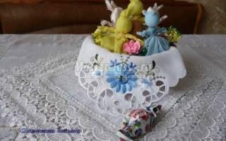 Пасхальные зайчики из ткани с конфетами.