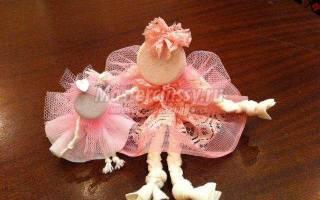 Сувенирная миниатюрная кукла из ткани своими руками.