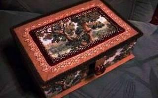 Шкатулка для рукоделия из картона и ткани.