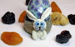 Подставка под пасхальное яйцо из полимерной глины. Кролик.