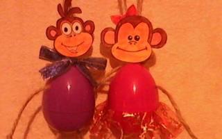 Веселая пара обезьянок.