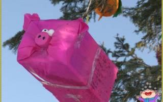 Новогодняя игрушка из коробки на городскую елку.