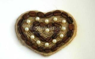 Магнит-валентинка из зерен кофе своими руками.
