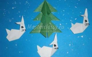 Новогодняя композиция в технике оригами. Зайки водят хоровод вокруг елки.