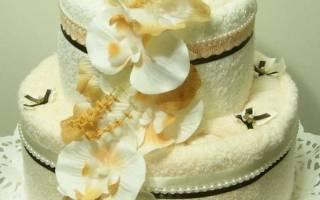 Необычное оформление подарка. «Торт из полотенец».