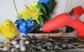 Пасхальная корзинка своими руками с цыпленком, цветами и вербой.