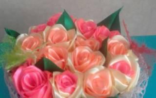 Розы из атласных лент.