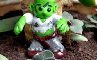 Детская поделка из полимерной глины на Хэллоуин. Зомбик.