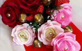 Сладкий подарок с конфетой. Роза с птичкой. Мастер-класс