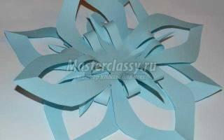 Снежинка из цветной бумаги за 5 минут. Подробный мастер-класс
