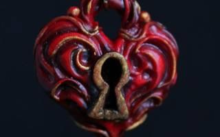 Кулон из полимерной глины. Сердце с замочком и ключиком.