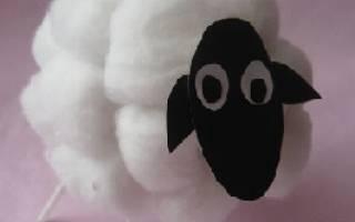 Новогодняя овечка из ваты.