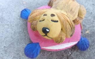 Портрет собаки из соленого теста в рамочке из багета.