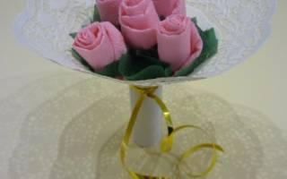 Весенний букет из бумаги и салфеток для мамы на 8 Марта.