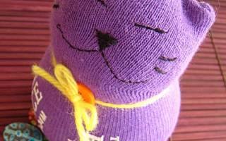 Котик из носков, сидячий.