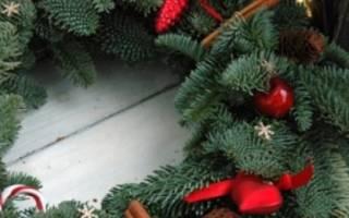 Рождественский венок из веток своими руками.