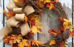 Осенний венок из шишек и листьев.