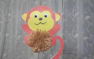 Елочная игрушка — обезьянка.