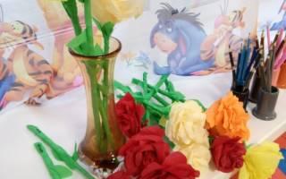 Розы из креповой бумаги. Родителей своих я очень люблю и цветочки я им дарю